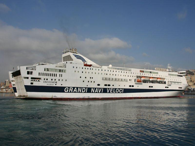 Calo dei passeggeri, Grandi Navi Veloci sospende il ...