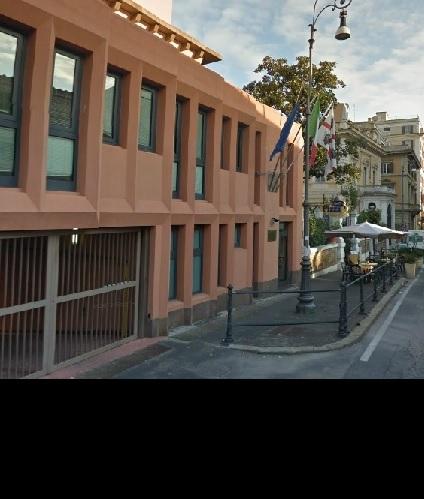 Regione gli uffici in affitto oltre 6000 euro al giorno - Giardinieri in affitto chi paga i lavori ...