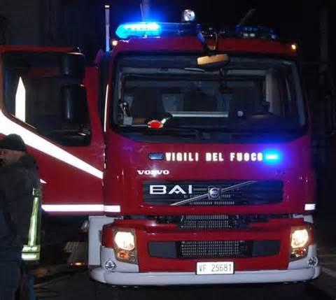 Carbonia, scontro tra auto e autobotte: pompieri feriti