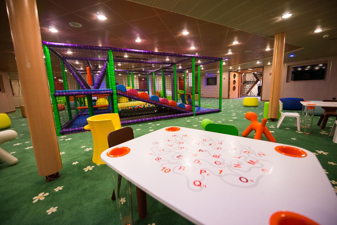 Tirrenia inaugurate a bordo le nuove aree per i bambini for Cabina interna su una nave da crociera