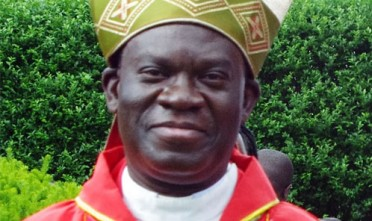 Il vescovo omofobo ugandese Charles Wamika