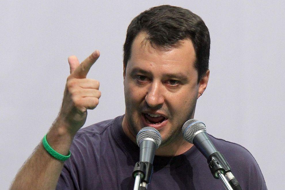 Immigrati, Matteo Salvini VS don Nunzio Galantino
