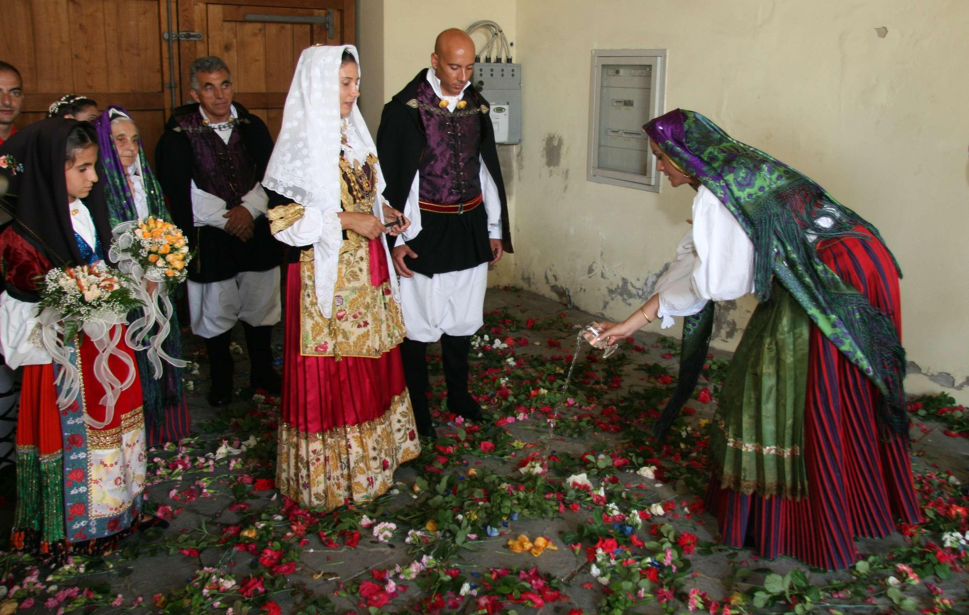 Auguri Matrimonio In Sardo : Sotto il segno del matrimonio selargino sposi uniti con