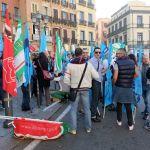 Cagliari, sit in dei lavoratori della grande distribuzione, foto di Roberto Pili