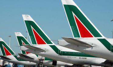 Aerei Alitalia all'aeroporto di Fiumicino in una immagine d'archivio. ANSA