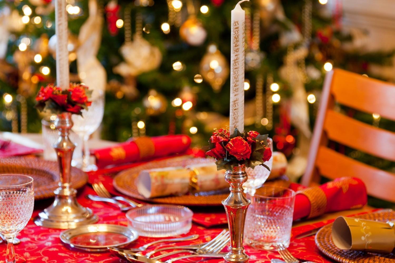Tavola Per Natale Foto natale secondo tradizione, è festa in famiglia. l'agnello re