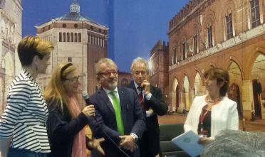 Team Edizero con il governatore della Lombardia Roberto Maroni