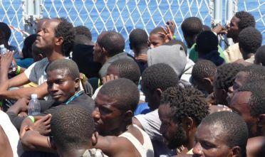 I migranti a bordo della 'Cigala Fulgosi'