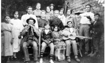 associazione-iscandula_il-maestro-di-launeddas-adamo-billai-a-uta-negli-anni-50_foto-di-gruppo