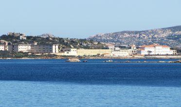 la-maddalena-ex-ospedale-militare-in-una-vista-dal-mare
