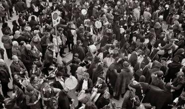 Tumbarinos a Gavoi (Nu).   Il carnevale di Gavoi inizia il 23 febbraio, giovedì grasso, jobia lardajola, con sa sortilla 'e tumbarinos, il raduno di centinaia di tamburini. che indossano abiti in velluto o abiti tradizionali sardi. Gli strumenti sono costruiti interamente a mano con pelli di capre e pecore, il tamburo è realizzato con i setacci per la farina, le forme in legno o sughero per la mungitura e  il formaggio o i grandi contenitori per conservare il grano. La festa durerà 5 giorni con musica, balli, maschere, sfilate di carri allegorici e gruppi mascherati, la sera del 27 febbraio, dopo la sfilata con maschere e carri, si chiuderà con il rogo di Zizzarrone insieme a sua moglie Marianna Frigonza. Come altri carnevali barbaricini anche quello di Gavoi ha elementi comuni agli antichi riti mediterranei per Dioniso.