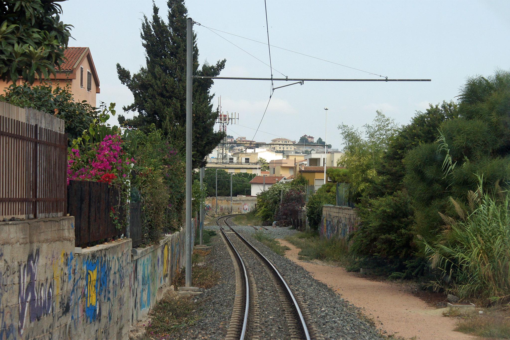 Iglesias vandali alla stazione ferroviaria incendiati i - La valigia sul letto iglesias ...