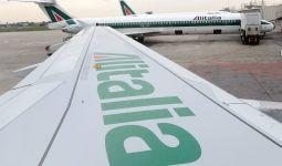 Aerei Alitalia in pista a Linate, in un'immagine d'archivio. DANIEL DAL ZENNARO/ANSA /JI
