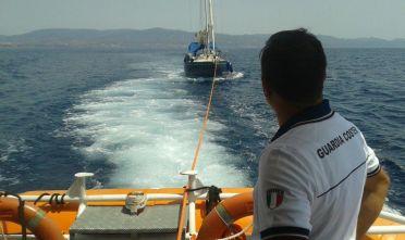 Guardia Costiera, barca a vela