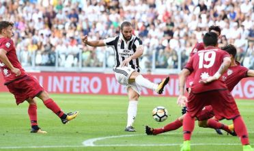 Juventus's Gonzalo Higuain in action during the Italian SERIE A soccer match between Juventus and Cagliari at Allianz Stadium in Turin, Italy, 19 August 2017 ANSA/ALESSANDRO DI MARCO
