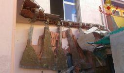 Carbonia, crollo balcone