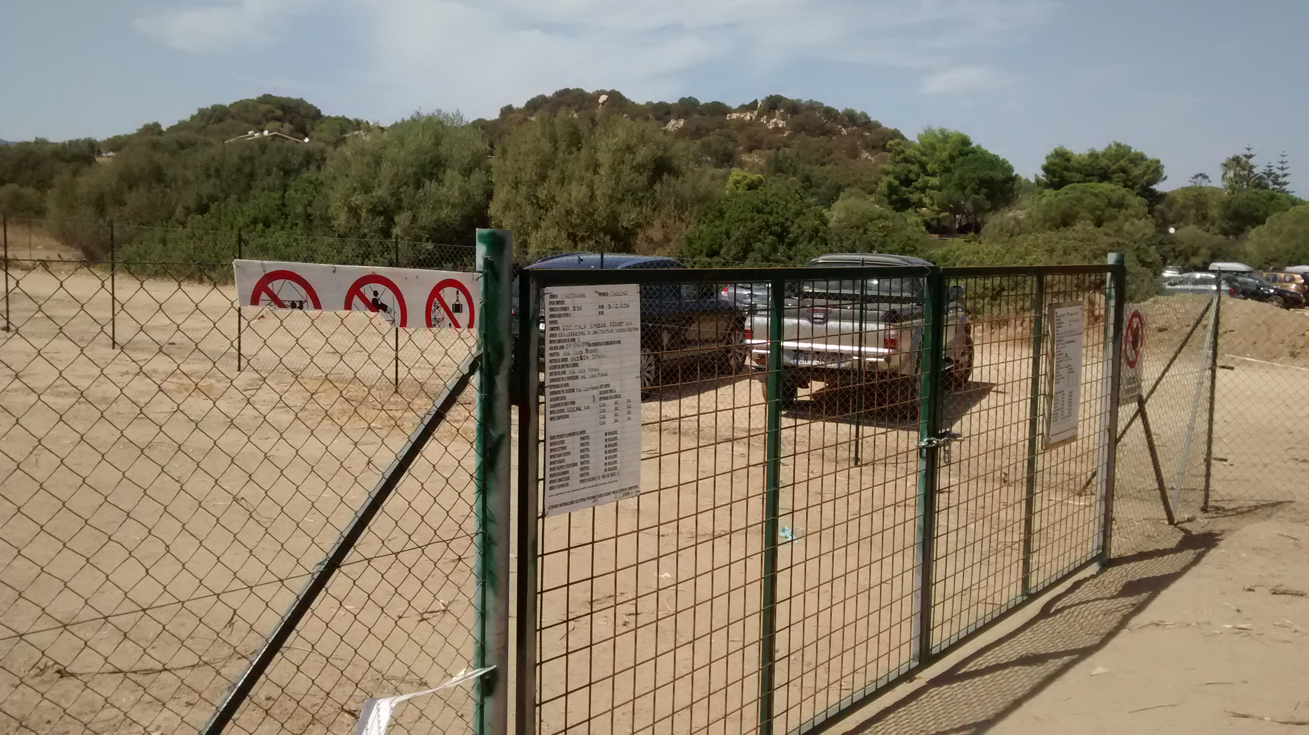 Cala sinzias grig cantiere in zona tutelata da vincolo for Vincolo paesaggistico