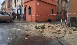 Maltempo: cornicione caduto a Sassari