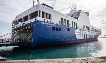 Trasporto merci in arrivo al gruppo onorato due navi ro for Nave sardegna