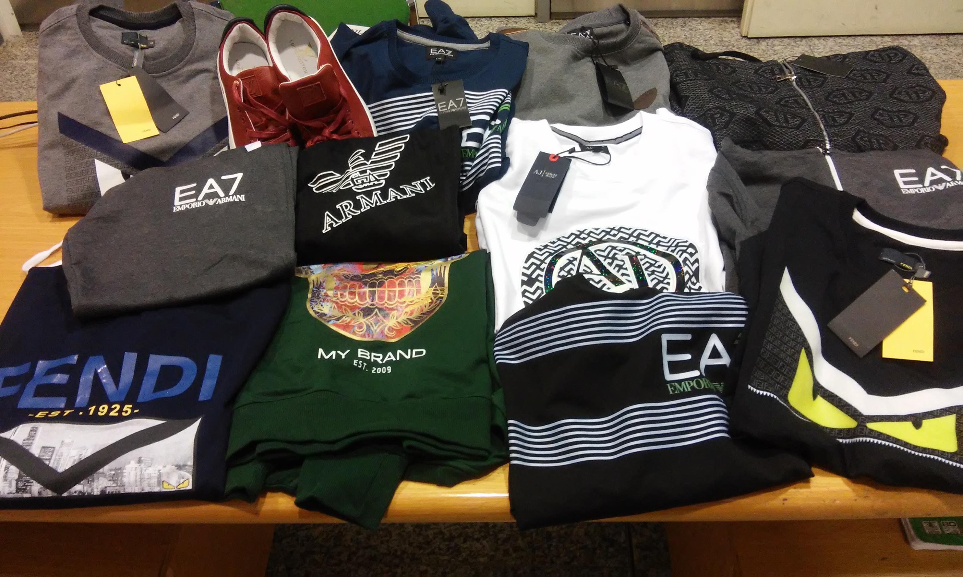 c239d17cb3 Maxi sequestro di abbigliamento falso all'aeroporto di Elmas, un ...
