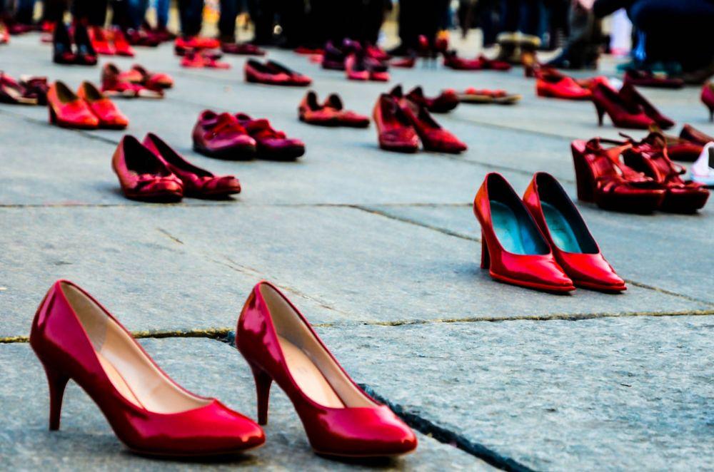 Giornata contro la violenza sulle donne, scarpe rosse ed eventi in tutta  l\u0027Isola , Sardiniapost.it