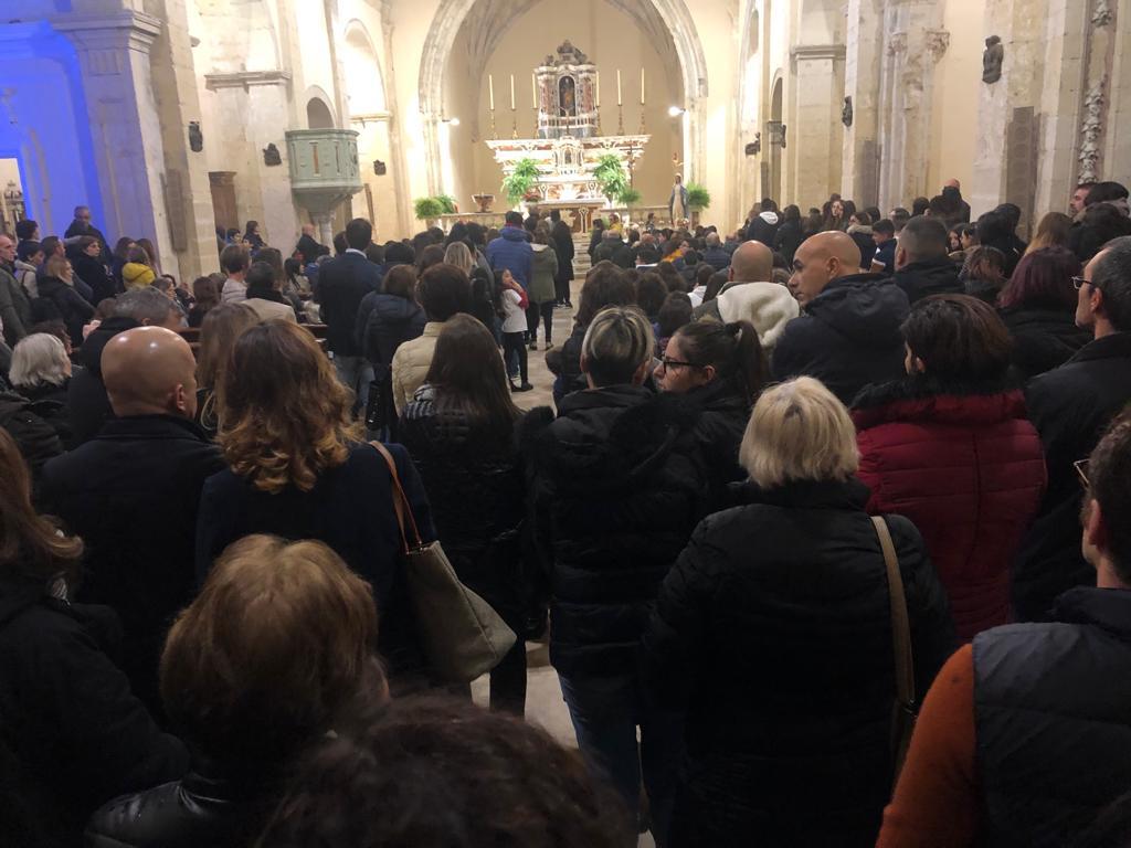 Un omaggio per la piccola Amelia, grande folla in chiesa per ricordarla - SardiniaPost