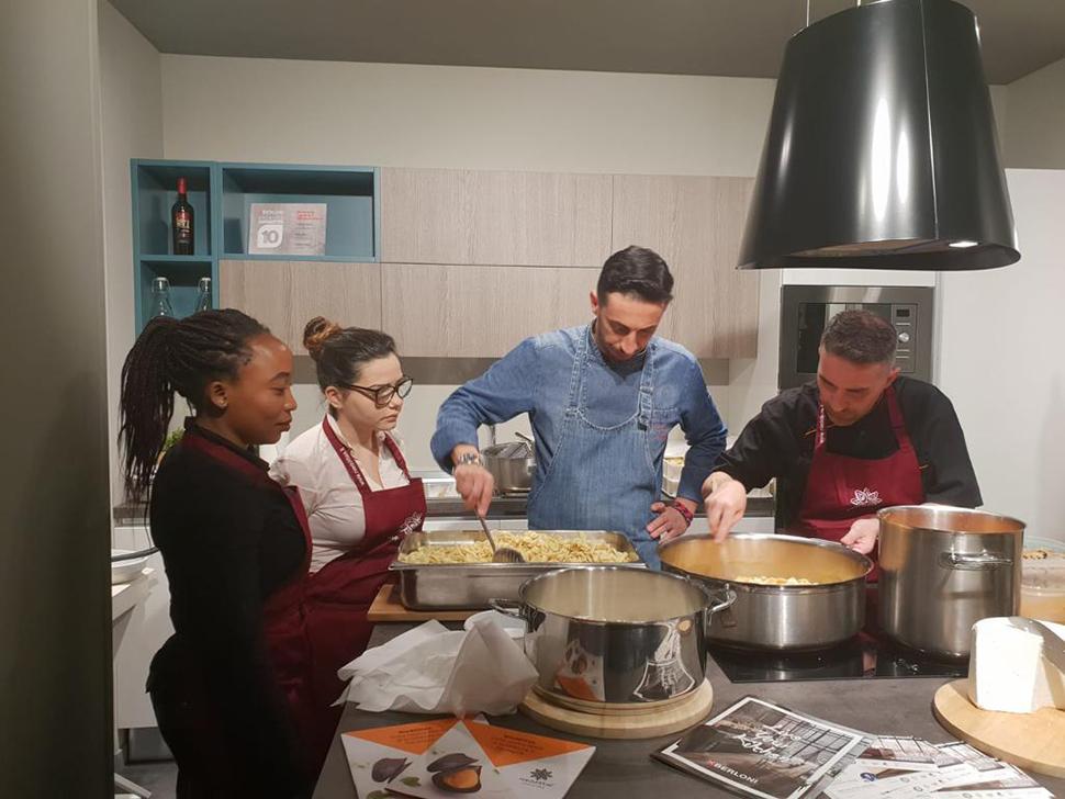 Lezioni di cucina nel cuore di Sant'Elia: lo chef del Cagliari insegna ai giovani - SardiniaPost