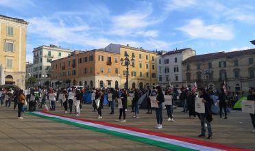 Coronavirus sit-in sassari protesta piazza